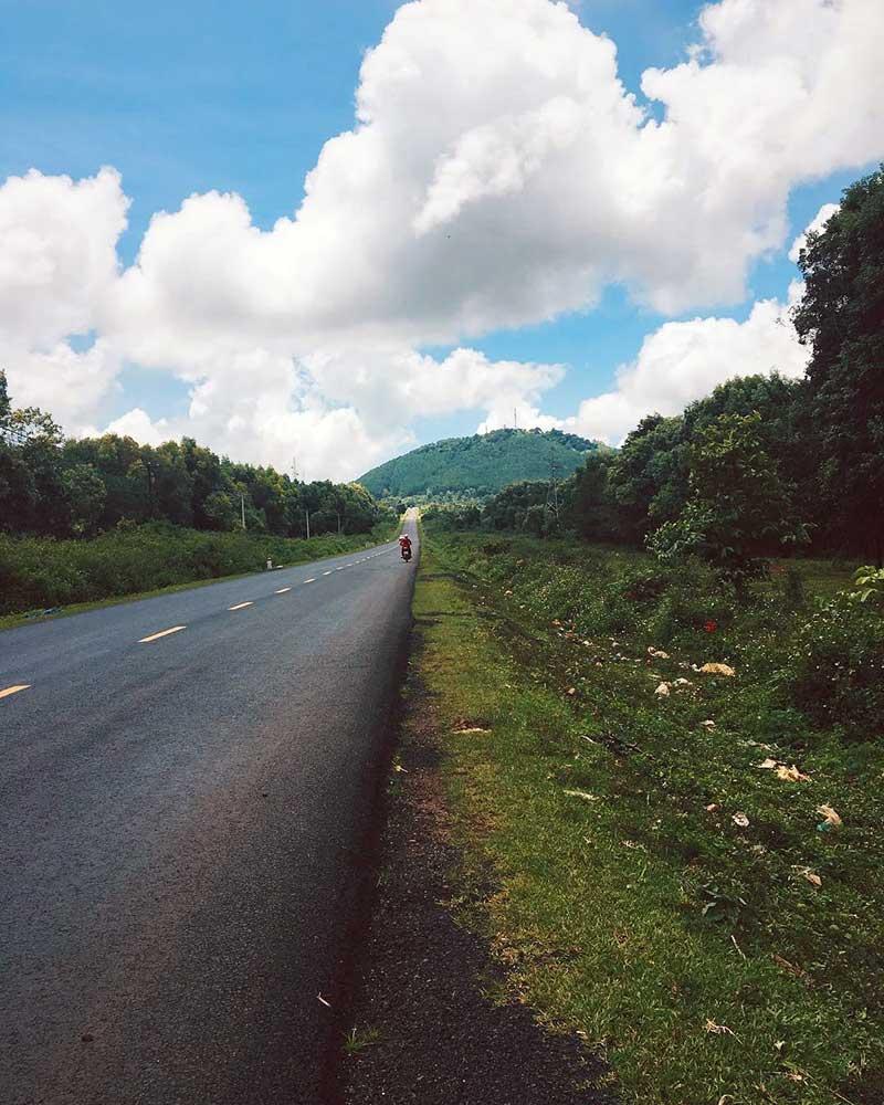 Núi Hàm Rồng - Chư H'DrôngNúi Hàm Rồng - Chư H'Drông