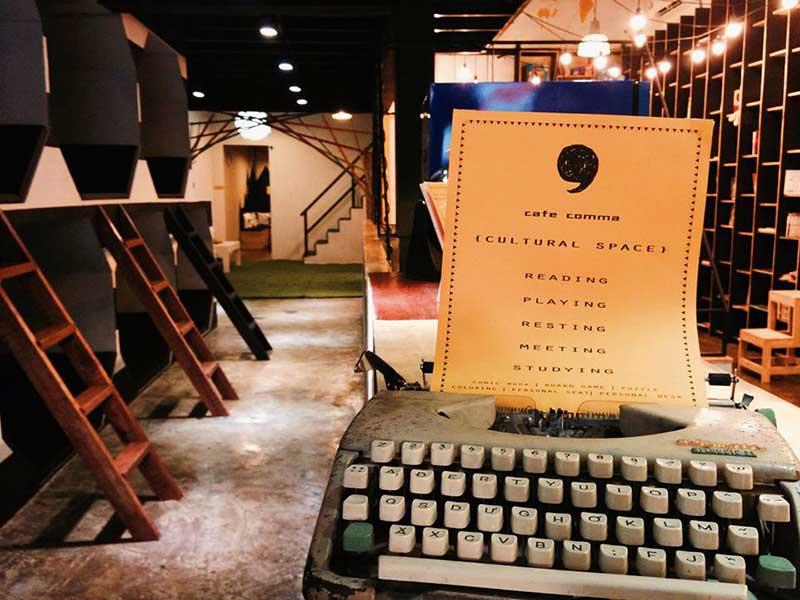 Quán Cafe Sách & Boardgame quận 7 - Cafe Comma