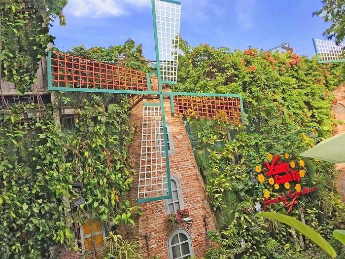 Family gardens cafe