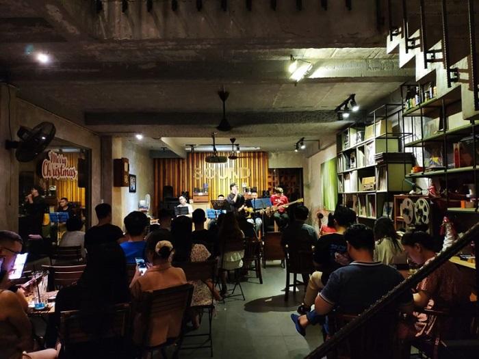 quan cafe acoustic da nang11