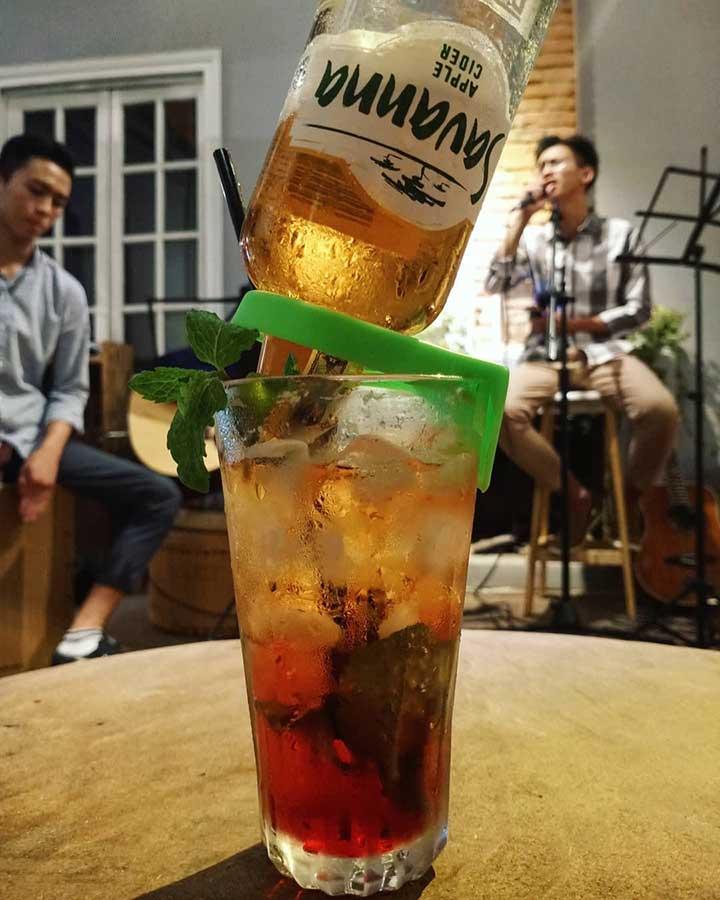 Tháng Tư Cafe Pub Acoustic