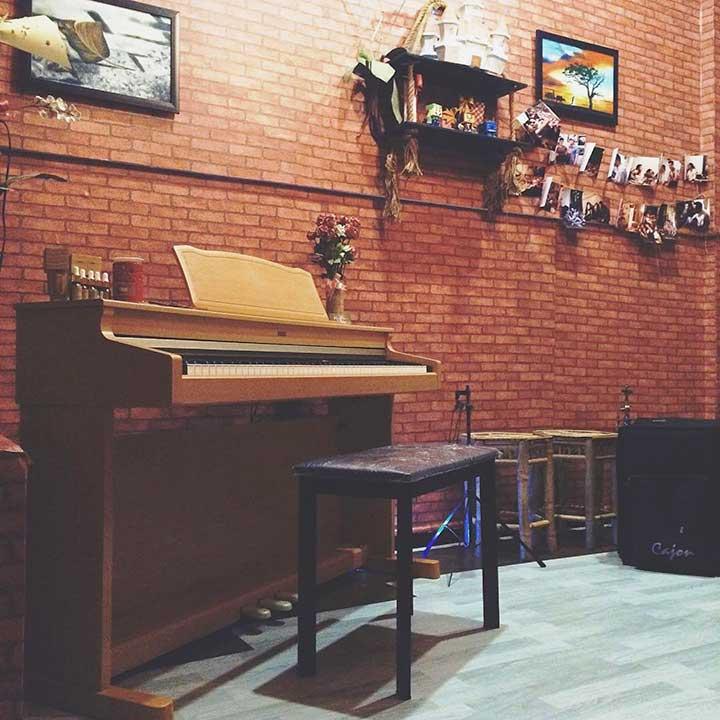 Ráng Chiều Acoustic Quận 10