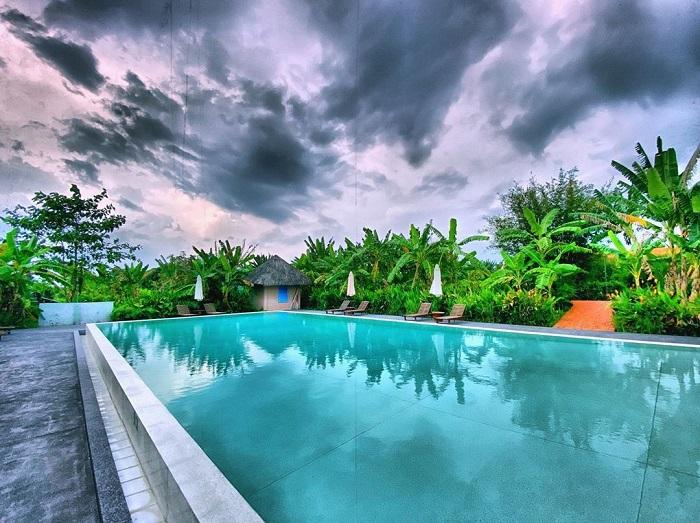 Mekong riverside homestay resort