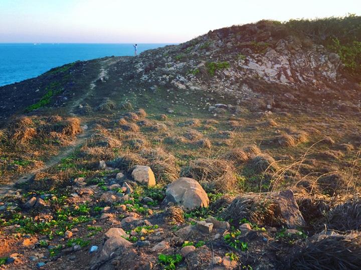 Những bãi đá đặc trưng tại Côn Đảo nằm trên các đồi núi