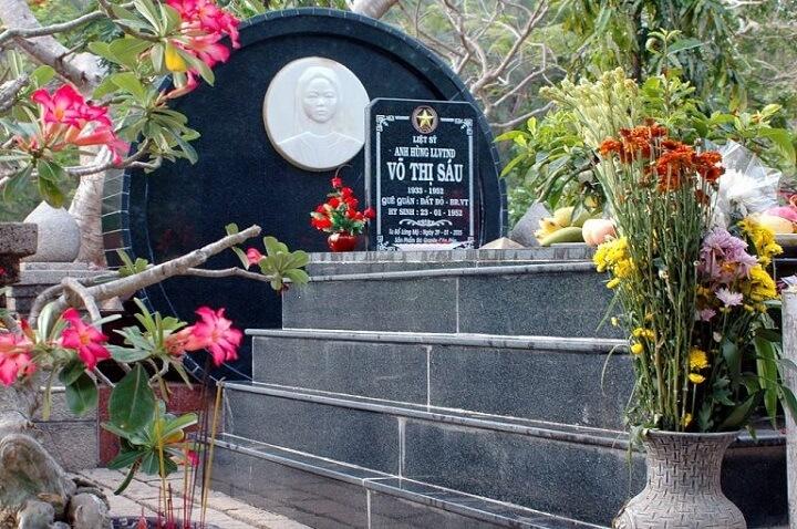 Mộ chị Võ Thị Sáu, người con gái Việt Nam anh hùng