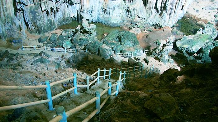 Hang Phượng Hoàng – Suối Mỏ Gà.