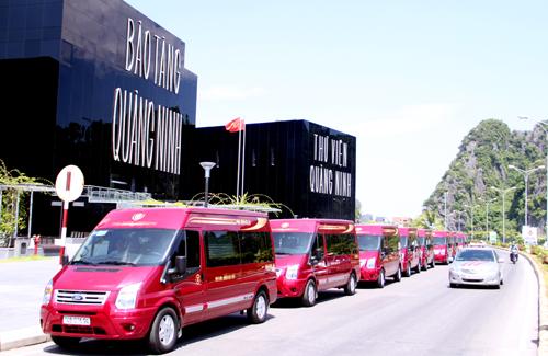 Nhà xe limousine Phúc Xuyên