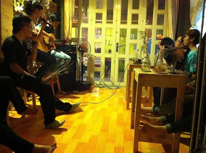 quan cafe acoustic o phu nhuan11