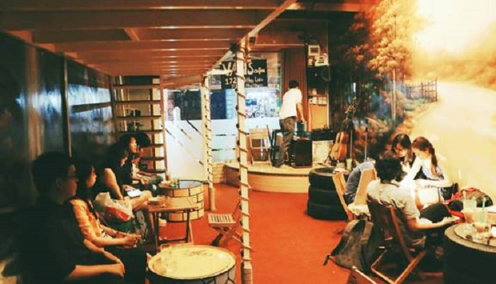 quan cafe acoustic o phu nhuan5