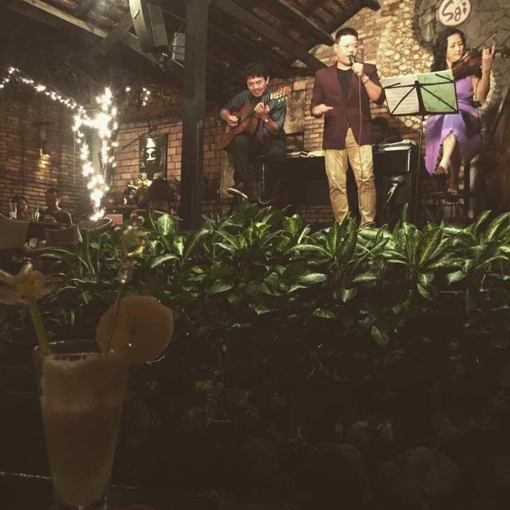 Quán Cafe Acoustic sỏi đá quận 3