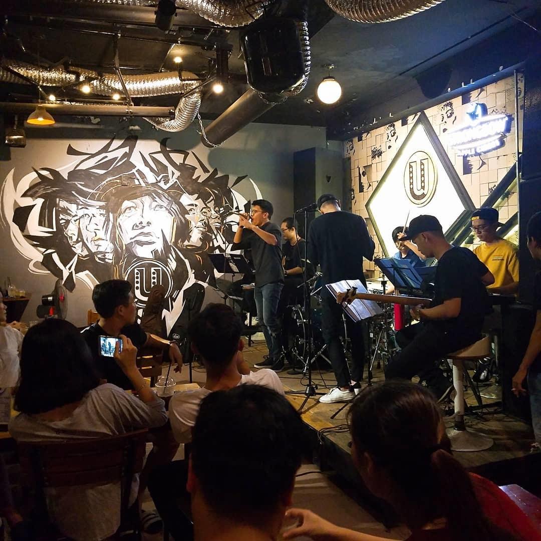 Ừ Thì Cafe Live Music Acoustic quận Tân Bình Sài Gòn
