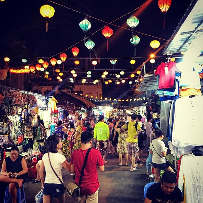 1chợ đêm Nha Trang