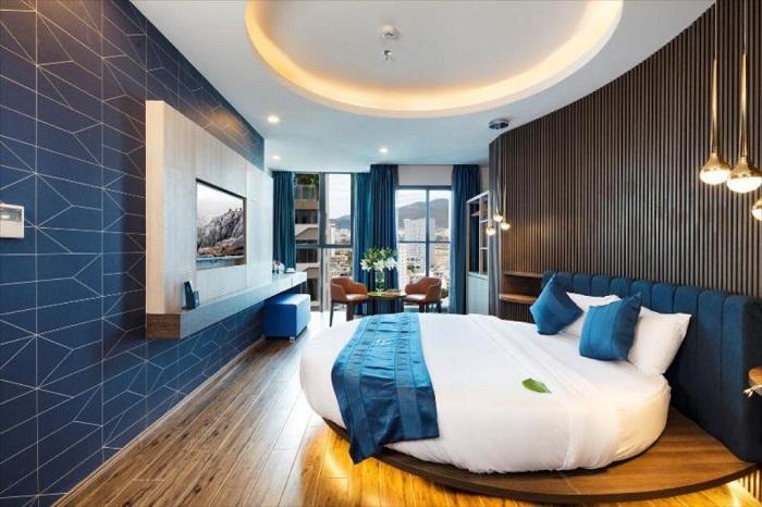 aaron hotel2